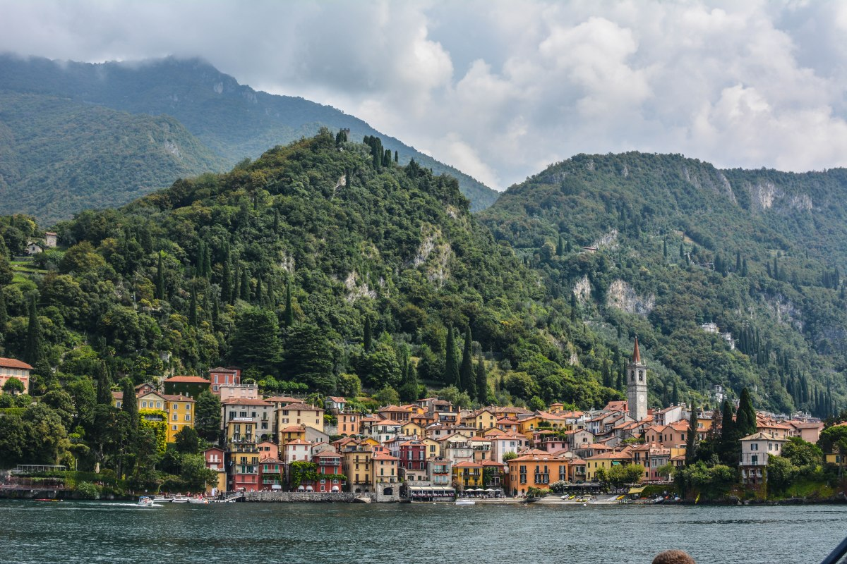 You want a brake of the beach destinations? Visit the spectacular Lake Como in Italy