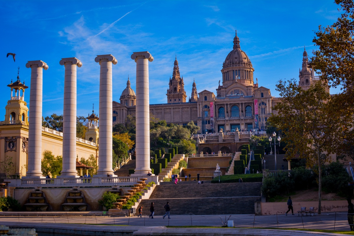 Extensive tourist guide to visit Barcelona