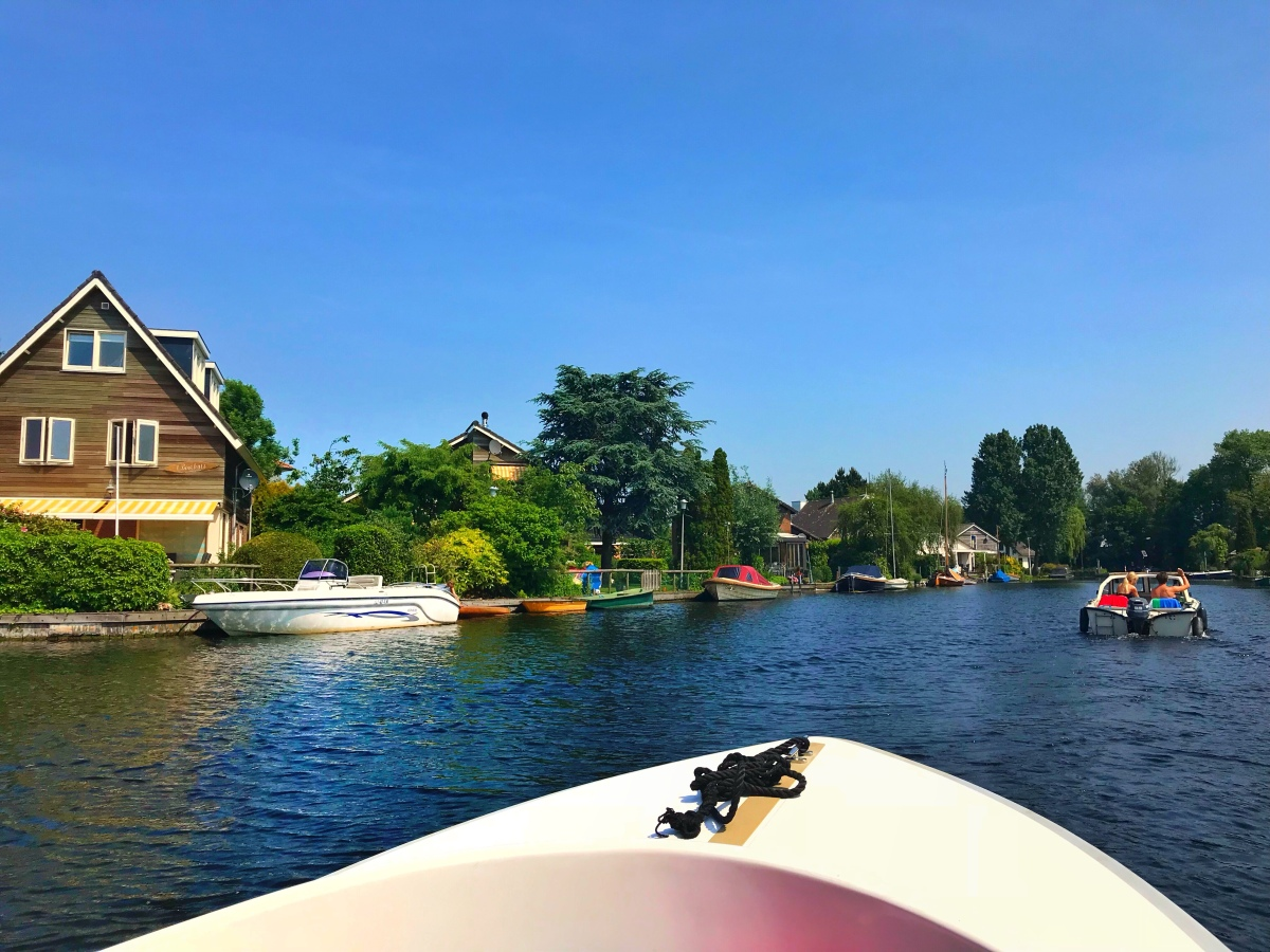 Why do you need to go boating outside of Amsterdam! Boat trip in Vinkeveen